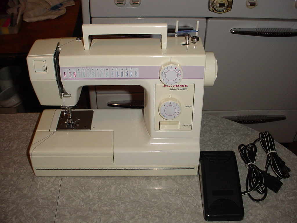 ... Janome Sewing Machine Model 4612 Travel Mate View 2 ...