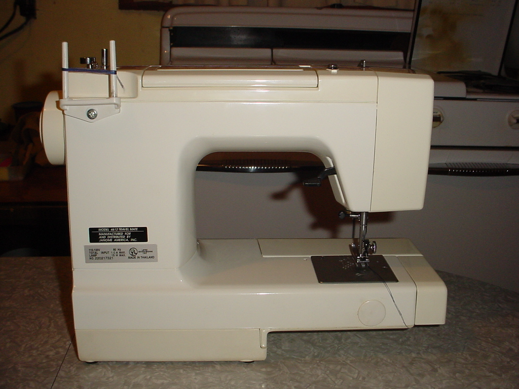 ... Janome Sewing Machine Model 4612 Travel Mate View 6 ...